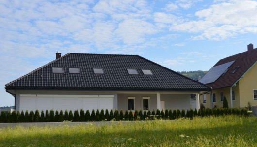 Różnice między domem w technologii pasywnej a energooszczednymi